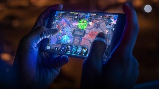Oyun Telefonlarının Kralı Razer Phone 2 Duyuruldu