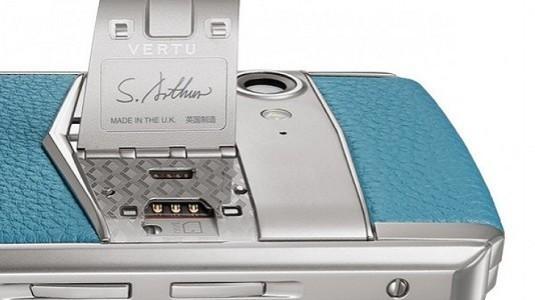 Pahalı Akıllı Telefonlar Üreten Vertu Yeni Modellerini Tanıttı