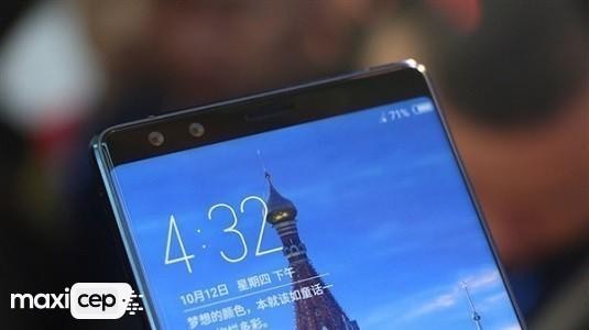 ZTE Çift Çentiğe Sahip Ekran Tasarımının Patentini Aldı