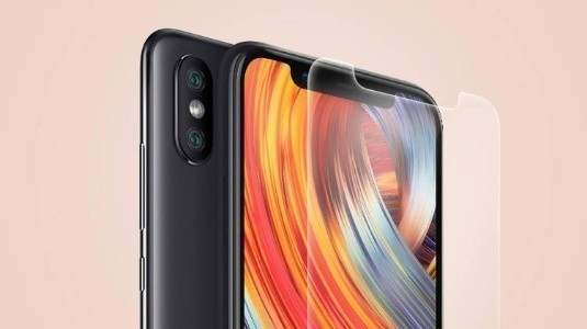 Xiaomi Mi 8'in Ekran Koruyucusu, Telefonun Tasarımını Net Bir Şekilde Ortaya Koyuyor