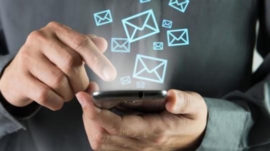 Sosyal medya, e-posta ile SMS'ten daha çok tercih ediliyor