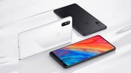 Xiaomi Mi Mix 3, Güncellenmiş Tasarımı Ortaya Koyan Canlı Görüntüsü ile Sızdırıldı