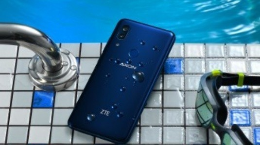 ZTE Axon 9 Pro, Stok Android ve Stereo Hoparlörleri ile Resmiyet Kazandı