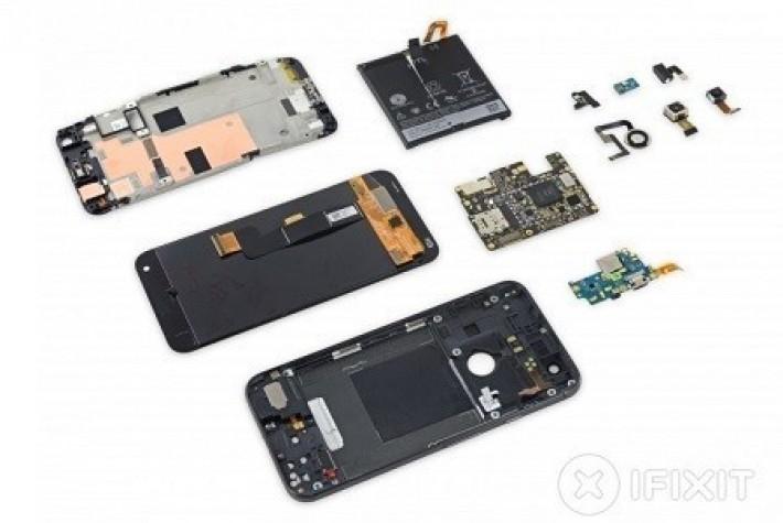 Google Pixel XL akıllı telefon parçalarına ayrıldı