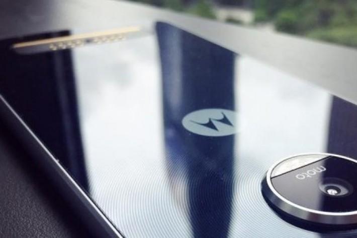 Moto Z Play Görselleri Ortaya Çıktı
