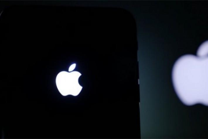 iPhone 7'ye parlayan elma logosu yapın