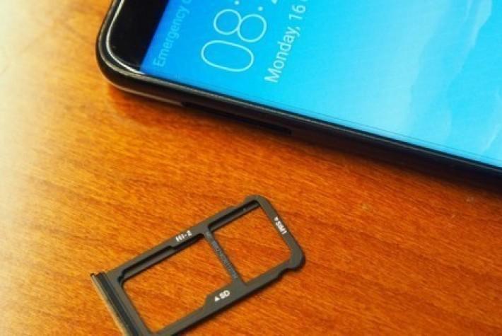 Huawei Mate 10 serisi SIM kartı ve MicroSD kart nasıl takılır?